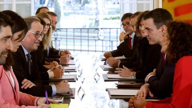 La primera reunió de la taula de diàleg entre governs: tres hores per trencar el gel