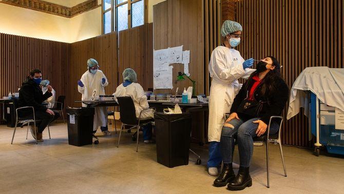 Salut inicia un cribratge pilot de Covid a farmàcies del districte de les Corts