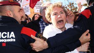 S'acosten posicions el tercer dia de vaga de metges, que duen la pressió al Parlament