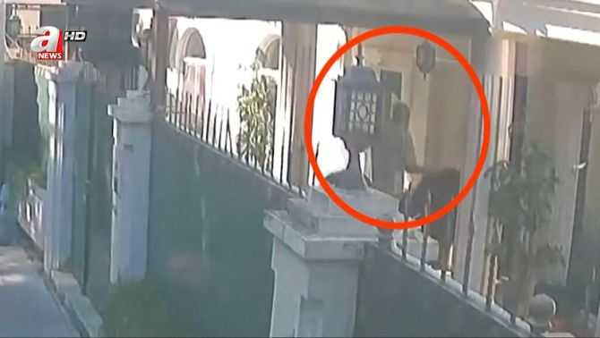 En les imatges es veu com porten les bosses a la residència del cònsol saudita