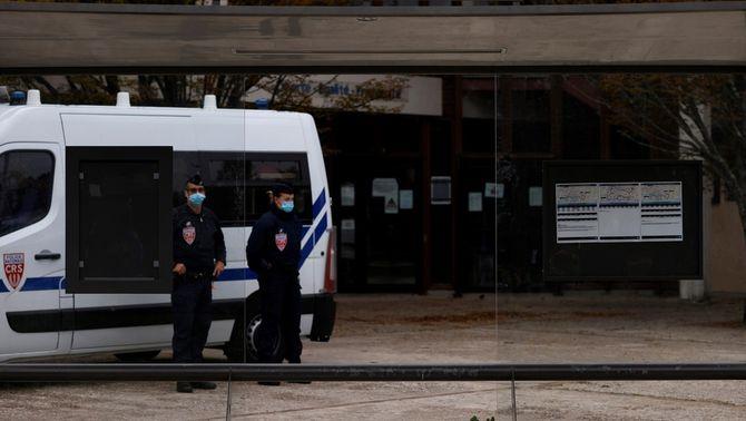 Nou detinguts relacionats amb la decapitació del professor francès