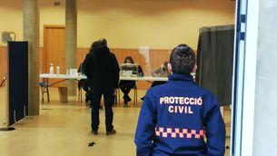 Dos detinguts per negar-se a portar mascareta i agredir dos mossos quan anaven a votar
