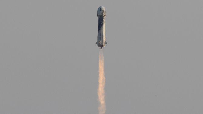 Bezos completa la seva aventura espacial, un nou capítol de la cursa de multimilionaris