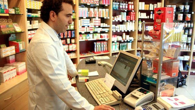 Les farmàcies catalanes comencen a aplicar aquest dimecres el copagament en funció de la renda