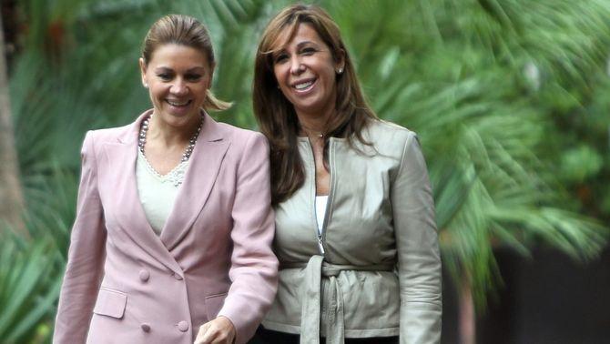 María Dolores de Cospedal i Alícia Sánchez-Camacho arribant a la reunió.