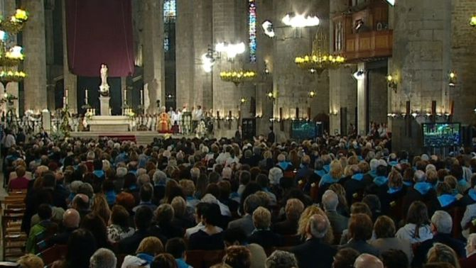 Més de la meitat dels catalans es defineixen com a catòlics i un 18% es declaren ateus
