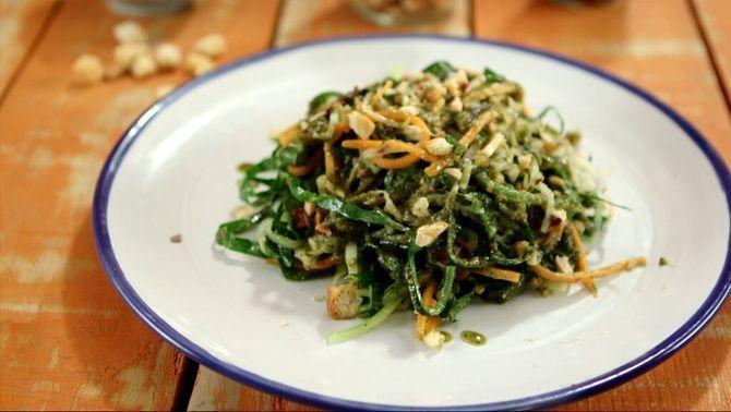 Espaguetis vegetals amb pesto