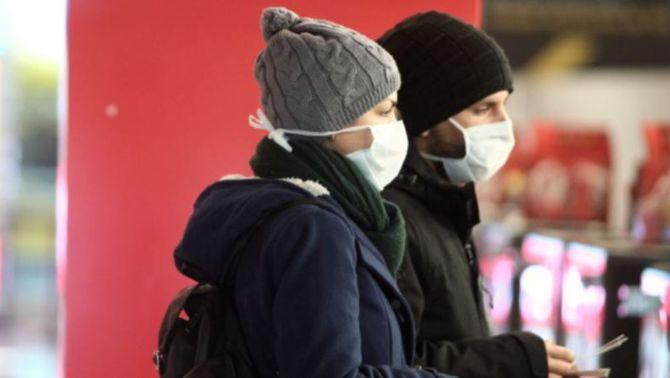 Dues persones amb mascareta (Eduardo Parra/Europa Press)