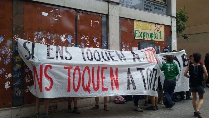 El Banc Expropiat atura les manifestacions i allarga la mà als veïns i comerços de Gràcia per combatre l'especulació