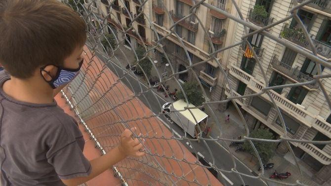 Ventilar les aules per la Covid o tancar finestres per evitar la contaminació i el soroll
