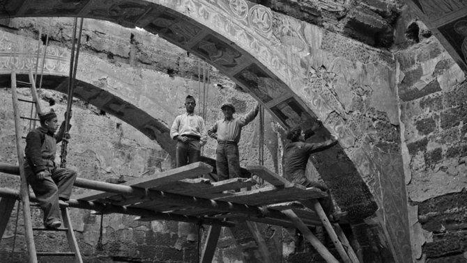 Extracció dels frescos de Sixena, 1936