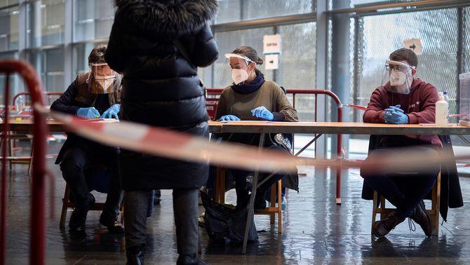La participació cau 25 punts en el pitjor registre d'unes eleccions al Parlament