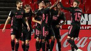 El Madrid goleja a Granada (1-4)