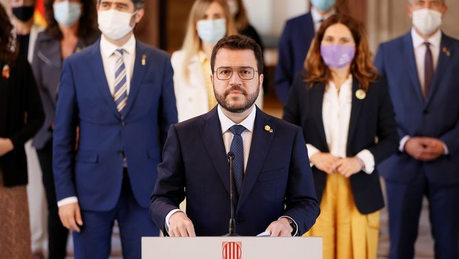 Aragonès ha comparegut a la galeria gòtica acompanyat dels altres membres del govern