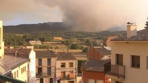 El cap de l'incendi avança cap a Sant Martí de Tous