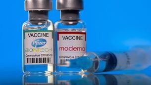 Es calcula que la venda de la vacuna el 2022 reportarà uns ingressos a Pfizzer de 56.000 milions de dòlars (Reuters/Dado Ruvic)