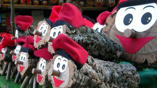 Pessebres i figures, arbres naturals o artificials o tions de totes mides són alguns dels ornaments nadalencs que podem trobar a la Fira de Santa Llúcia.