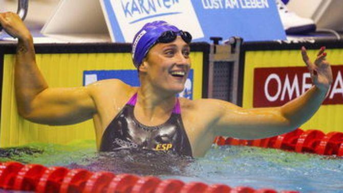 Mireia Belmonte continua fent història i bat el rècord mundial dels 400 lliures en piscina curta