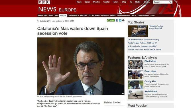 """Article de la BBC on hi diu que """"Mas suavitza la consulta sobre la secessió d'Espanya""""."""