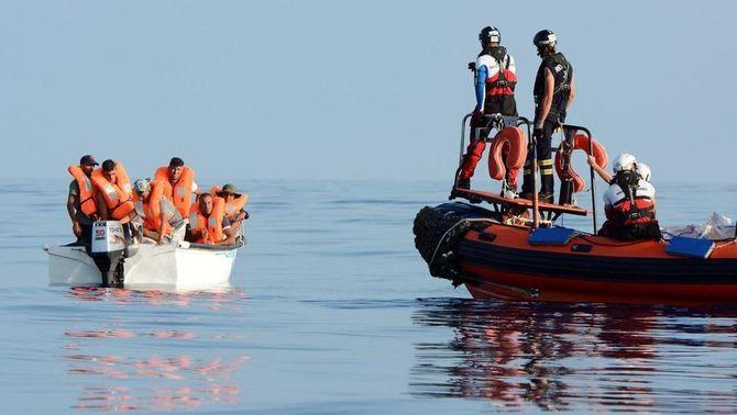 Les cinc lleis de socors als migrants que se salten Salvini, Espanya, Malta i Grècia