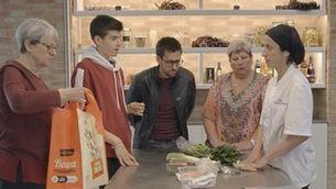 Una taller de cuina amb gimcana inclosa al Mercat de Sants