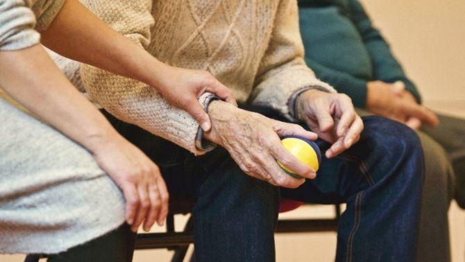 Salut assumeix la gestió única de totes les residències de persones grans de Catalunya