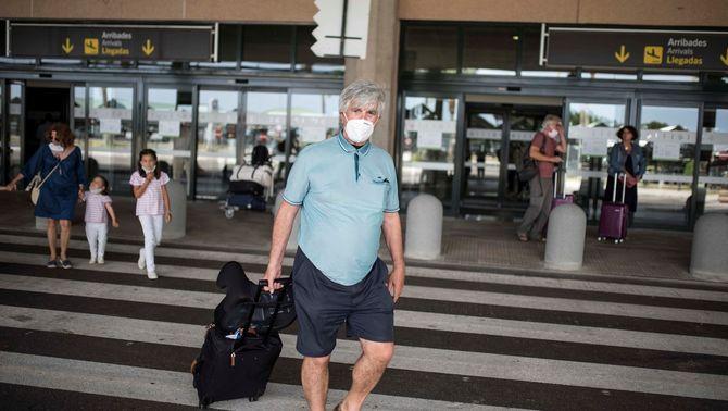 """""""285 euros, només anada"""": per què oscil·len tant els preus dels vols a Menorca?"""