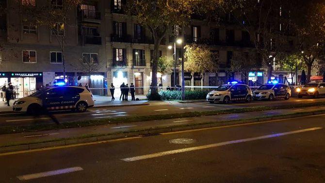 Un guàrdia urbà dispara a un home que hauria intentat agredir-lo amb un ganivet a Barcelona