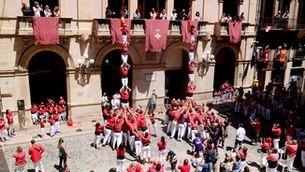 Dos pilars de cinc retornen els castells a la plaça del Blat de Valls