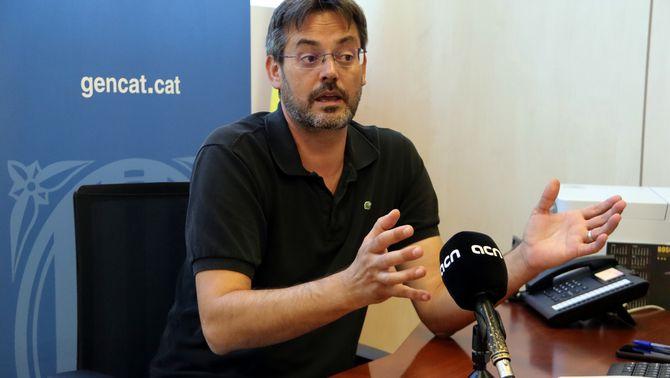 El nou delegat del Govern al Penedès, David Alquézar, gesticulant amb les mans en un moment de l'entrevista amb l'ACN. Imatge publicada el…