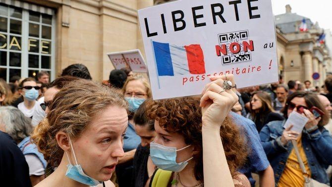 Protesta a França contra el passaport Covid