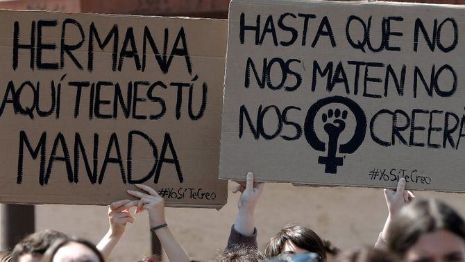 Dos anys i un dia de presó per difondre una foto de la víctima de La Manada a la xarxa