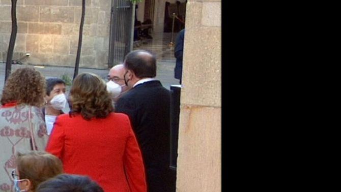 Oriol Junqueras parla amb Miquel Iceta i Teresa Cunillera al Pati dels Tarongers, després de la presa de possessió de Pere Aragonès