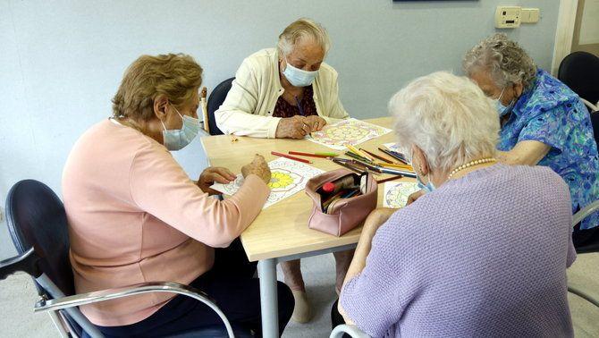 Les residències de gent gran relaxen les mesures anti-Covid