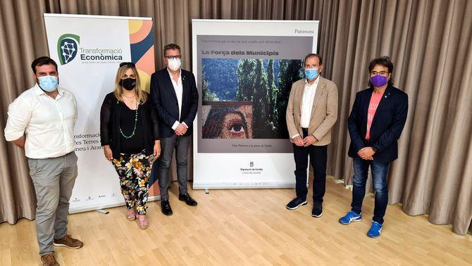 Pla sencer del president de la Diputació de Lleida, Joan Talarn, amb els presidents de l'Alta Ribagorça, María José Erta, i del Pallars Jussà, …