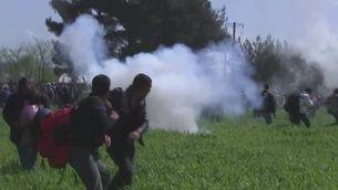 Policia fa servir gasos lacrimògens contra els refugiats d'Idomeni