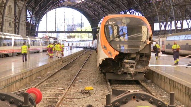 Tres ferits greus en el xoc d'un tren de Rodalies a l'estació de França