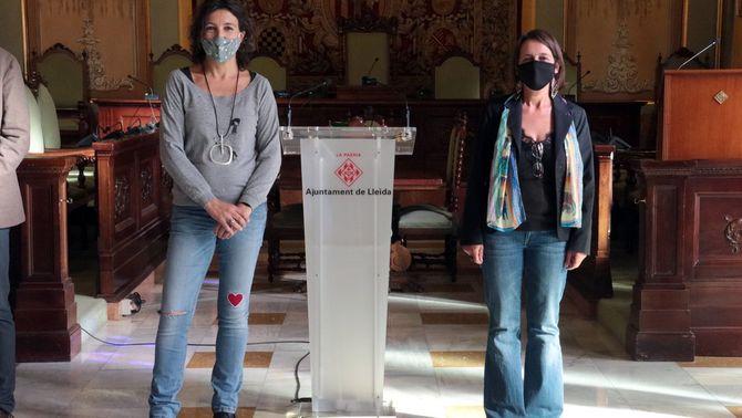 Pla sencer de les guanyadores del 37è Premi d'assaig Josep Vallverdú i el 25è Premi de poesia Màrius Torres, Lourdes Toledo i Meritxell Cucurel…