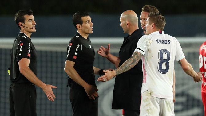 """Zidane: """"Estic molt enfadat. M'heu d'explicar la regla de les mans"""""""