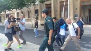 Moment de la detenció, a Reus, d'un dels acusats per pertànyer a una xarxa de blanqueig de diners