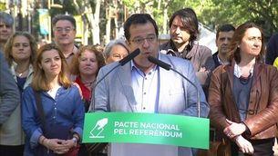 Tret de sortida de la recollida de firmes per Sant Jordi a favor de la celebració del referèndum