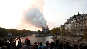 Vista de l'incendi de la catedral de Notre-Dame
