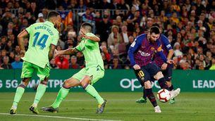 El Barça guanya la Lliga patint (1-0)