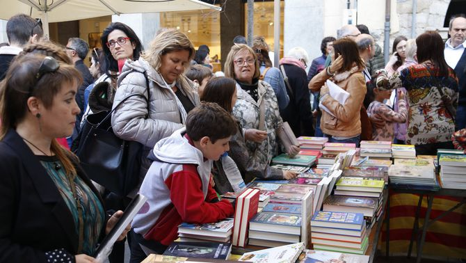 Una parada de llibres a Girona, el Sant Jordi de l'any passat