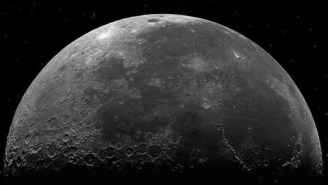 Què significa que hi hagi aigua a la Lluna?