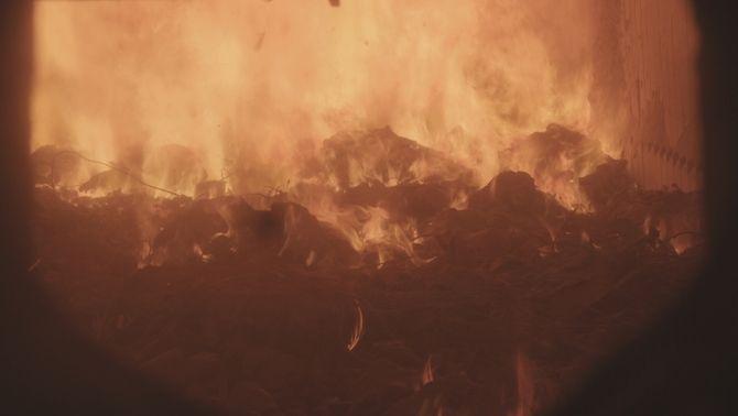 Forn de la incineradora de Sant Adrià del Besos cremant deixalles
