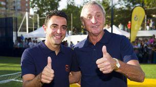 Xavi i Johan, junts en un acte de la Fundació Cruyff (@FundacionCruyff)