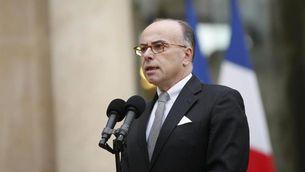 El ministre francès de l'Interior, Bernard Cazeneuve, confirma que diumenge hi haurà una cimera antiterrorista a París. (Foto: Reuters)