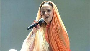 """Rigoberta Bandini canta """"Qualsevol nit pot sortir el sol"""""""