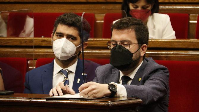 Jordi Puigneró i Pere Aragonès, durant un ple al Parlament